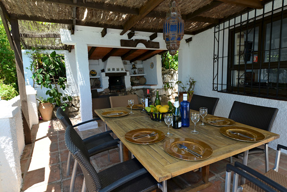 Enjoy a long leisurly bbq'd lunch at Casa Adelante
