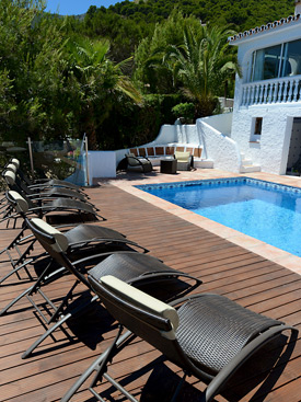 Sunbeds by the pool at Casa Adelante holiday villa for rent - Mijas