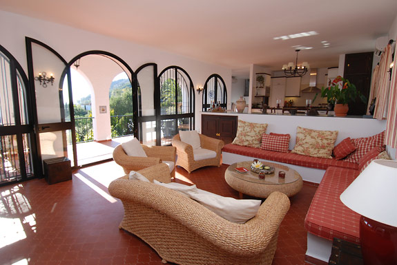 Alta Mira bright & spacious lounge