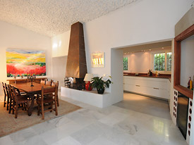 The open plan dining room & kitchen at Los Arcos, Mijas
