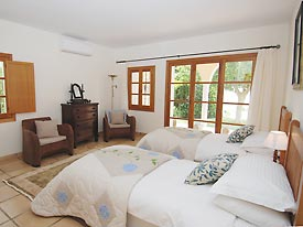 One of the twin bedrooms at Bancales, Mijas