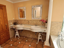One of the en suite bathrooms at Bella Vista holiday villa