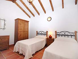 One of the twin bedrooms at Casa la Fuente