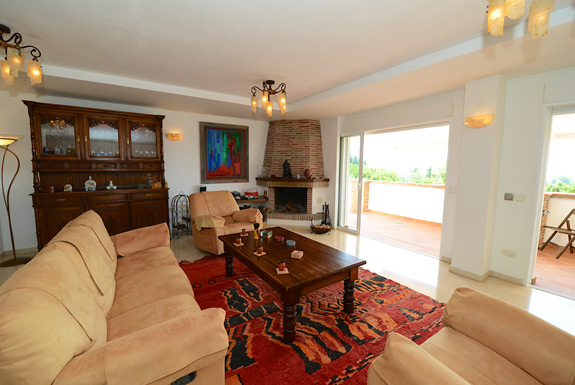 Spacious lounge at Casa Claveles holiday villa for rent - Mijas Costa