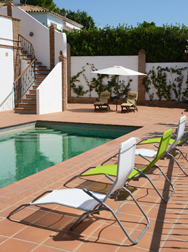 Relax by the pool at Casa Claveles, Mijas