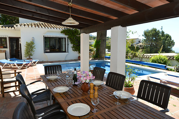 Al fresco dining at Casa Clover, Mijas, Spain