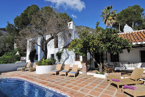 Los Gemelos - a fabulous restored finca for holiday rentals