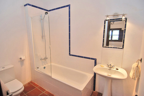 Luxury holiday villa close to the village of mijas for Z gallerie bathroom guest book
