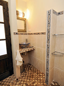 Shower room to the Moroccan suite