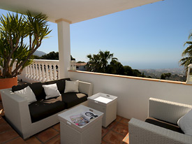 Chill by the pool at Casa la Noria Mijas holiday villa for rent
