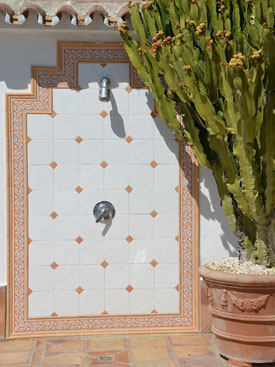 Pool-side shower at Casa la Noria, Mijas holiday villa for rent