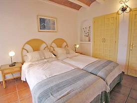 Twin bedroom at Olivos
