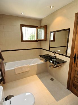 En suite bathroom to the master bedroom