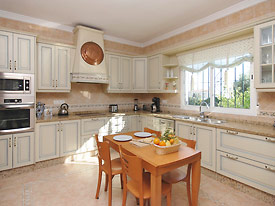 Modern fully equipped kitchen at Casa las Rosas, Mijas