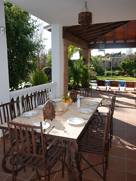 Al fresco dining at Casa las Rosas holiday villa in Mijas